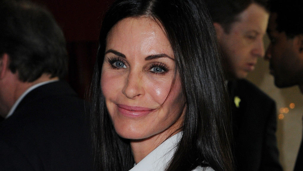 LONDON, ENGLAND - MAY 19: Courteney Cox arrives for the Ivor Novello Awards at Grosvenor House, on May 19, 2016 in London, England. (Photo by Eamonn M. McCormack/Getty Images)